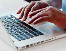 Ordenadores MacBook deben ser revisados por riesgos con la batería. (Foto Prensa Libre: Hemeroteca).