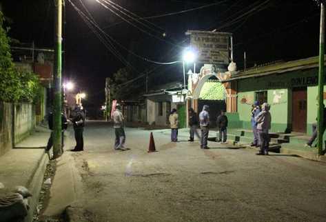 Los patrulleros salen por las noches  con bates, piedras y armas de todo tipo,  con las que intimidan a los pobladores de Panajachel, Sololá.  Por esos hechos están bajo investigación de la Fiscalía.