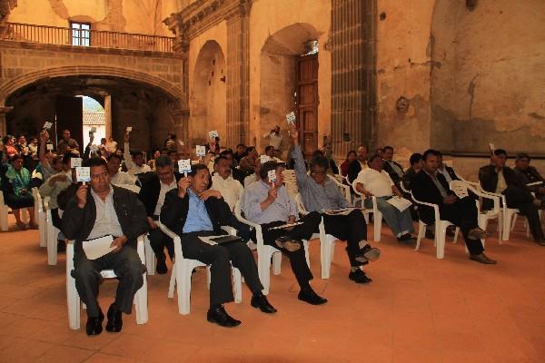alcaldes de Sacatepéquez   aprueban la divulgación del contenido  de las reformas constitucionales.