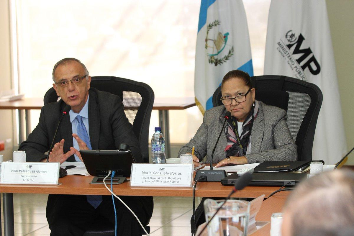 El comisionado Iván Velásquez y la fiscal General, María Consuelo Porras, durante una reunión de trabajo en la sede del MP. . (Foto Prensa Libre: Hemeroteca PL)