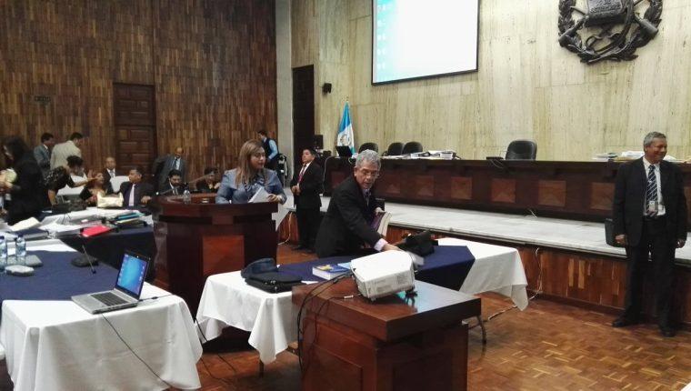 El juez Miguel Ángel Gálvez durante la 32 jornada de audiencia por Cooptación del Estado. (Foto Prensa Libre: Jerson Ramos)
