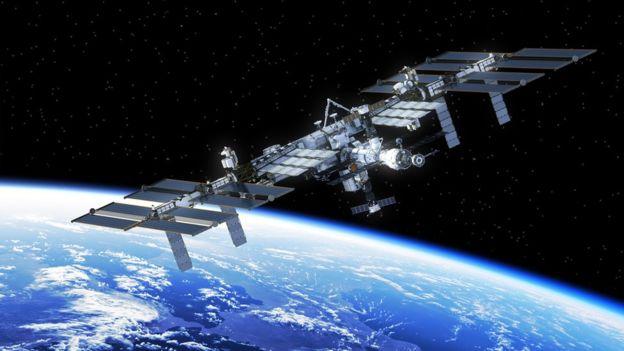La Estación Espacial Internacional lleva un sensor de desechos espaciales de la NASA. GETTY IMAGES