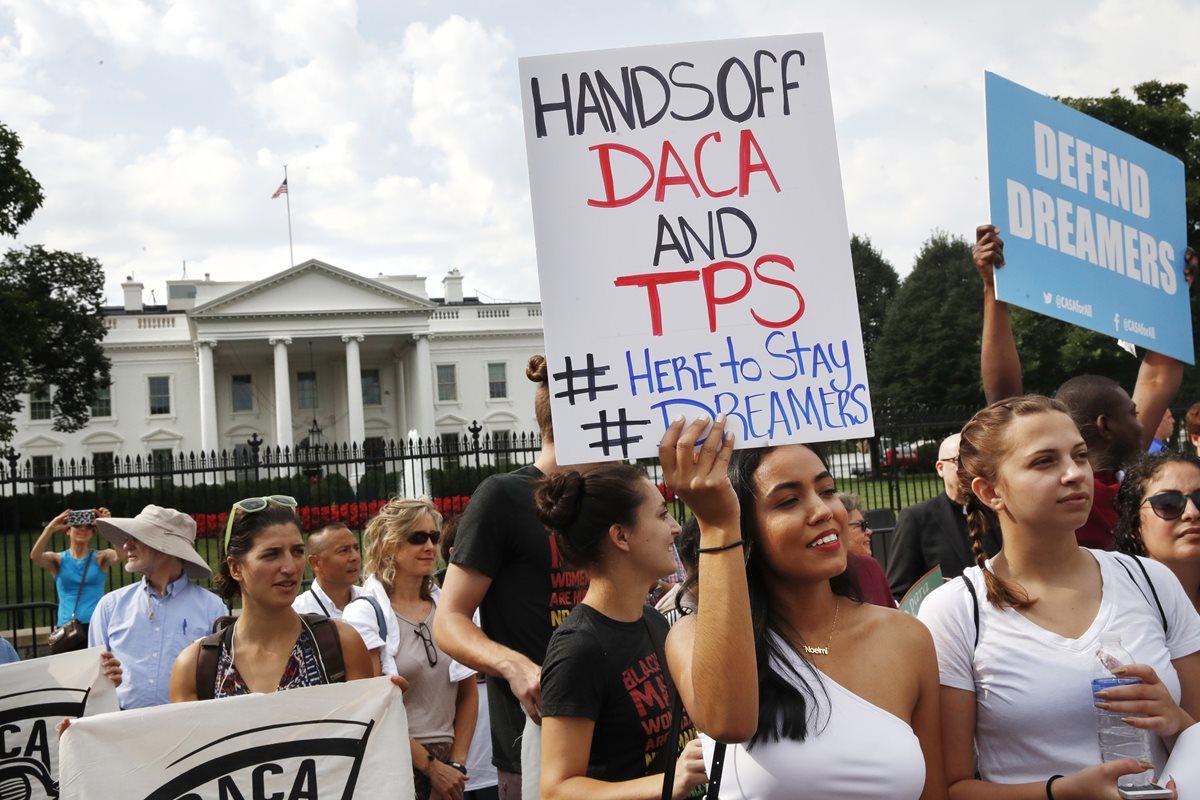 Crece tensión a horas de que una corte de Texas decida el futuro de DACA