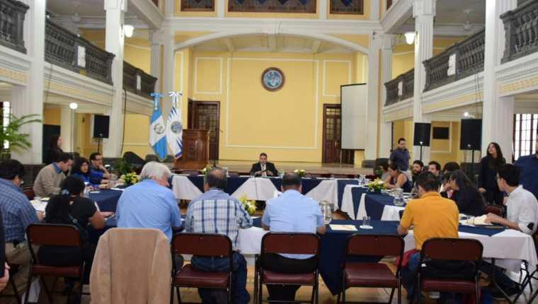 La Usac se reúne con varios sectores para planificar la marcha del 20 de septiembre. (Foto Prensa Libre: Usac)