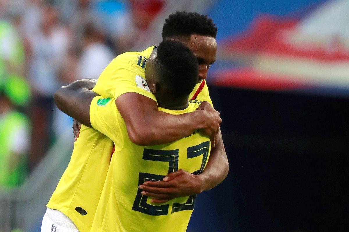Yerry Mina y Sánchez, originarios del mismo departamento colombiano, son muy unidos y el sábado fueron recibidos como héroes. (Foto Prensa Libre: EFE)