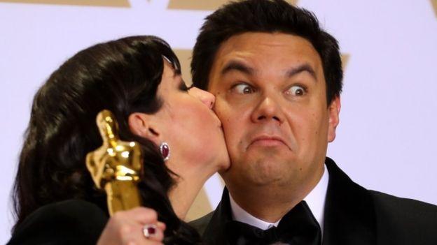 """Kristen Anderson-López y Robert López escribieron la canción ganadora """"Remember Me"""", de la animación """"Coco"""". REUTERS"""