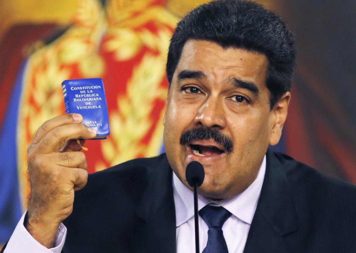 Piden a Maduro presentar documento por dudas sobre su nacionalidad