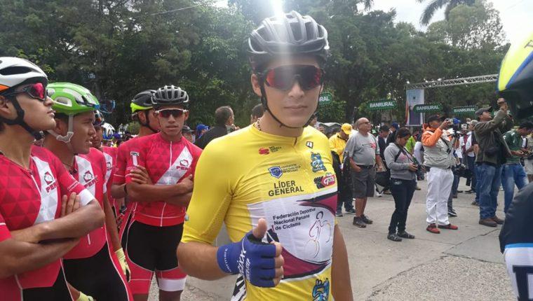El ciclista peruano Alonso Gamaro celebra ganar su segunda etapa en Guatemala. (Foto Prensa Libre: Norvin Mendoza)