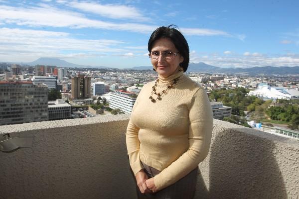 Presidente confirma a María Castro como ministra de Finanzas.