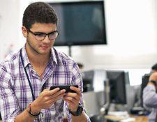 La banda AWS o 4G permite que los usuarios de telefonía móvil puedan navegar más rápido. (Foto Prensa Libre: Esbín García)