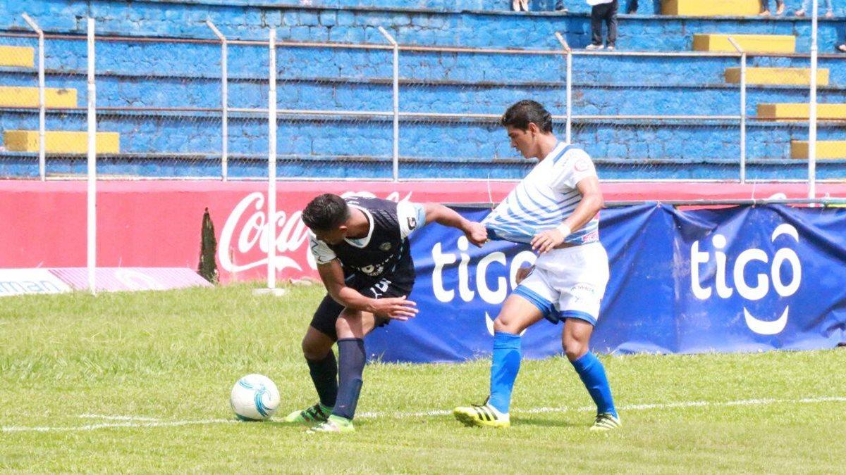 Suchitepéquez no aguantó la ventaja en el marcador y se tuvo que conformar con un punto. (Foto Prensa Libre: Cristian Soto)