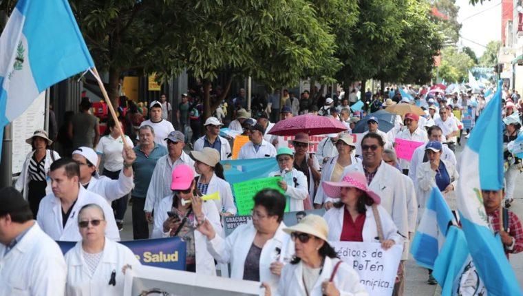 Médicos de los hospitales del país, durante una de las manifestaciones para exigir mejoras salariales y recursos para brindar un mejor servicio a la población.