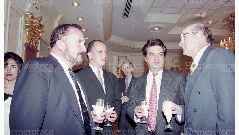 Ricardo Bueso (izquierda) quien compró Telgua. (Foto: Hemeroteca PL)