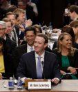 Aunque comenzó un poco nervioso, Zuckerberg se relajó tras las primeras preguntas de los senadores. GETTY IMAGES