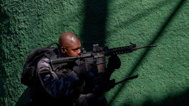 La propuesta del PSL quiere conceder a los policías inmunidad ante faltas y crímenes que hayan podido cometer durante sus horas de servicio. AFP