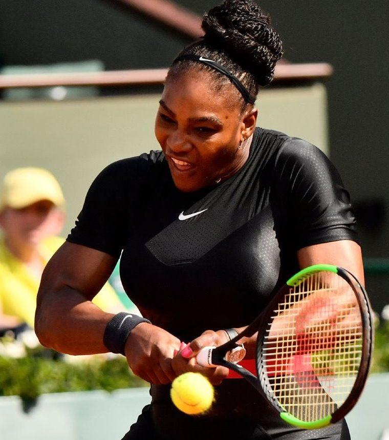 Serena Williams, durante el partido en Roland Garros. (Foto Prensa Libre: AFP)