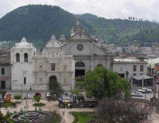 Fachada antigua y Catedral de Quetzaltenango. (Foto: Hemeroteca PL)