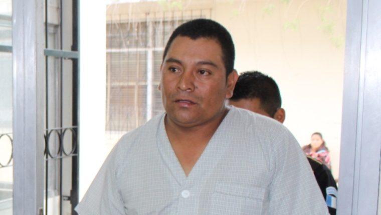 Domingo Colaj Ixcuná, piloto de autobús que se accidentó en Santa Cruz del Quiché, Quiché, recupera su libertad. (Foto Prensa Libre: Óscar Figueroa)