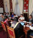 Autoridades de Quetzaltenango se reunieron con directivos de Xelajú para ultimar detalles para el juego del domingo en el estadio Mario Camposeco. (Foto Prensa Libre: Raúl Juárez)