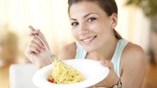 Las dietas de ayuno intermitente te permiten no renunciar a un buen plato de pasta. RDVASILEV/GETTY IMAGES