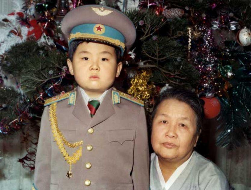 """La historia de cómo Kim Jong-un se convirtió en el """"general Kim"""" fue contada en el Washington Post, en una entrevista con su tía en 2016."""
