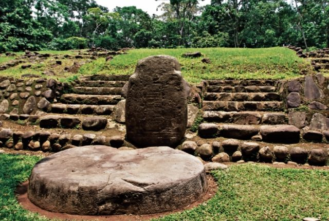 El sitio arqueológico Tak'alik Ab'aj, Retalhuleu, recibe anualmente a unos 40 mil visitantes. (Foto, Prensa Libre: Hemeroteca PL)
