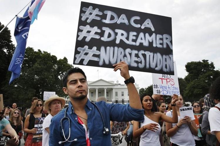 """Republicanos usan rara maniobra para votar por futuro de """"soñadores"""" en EE.UU."""