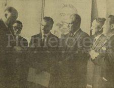Los licenciados Méndez Montenegro y Marroquín Rojas reciben la notificación de su elección como Presidente y Vicepresidente de la República en 1966. (Foto: Hemeroteca PL)