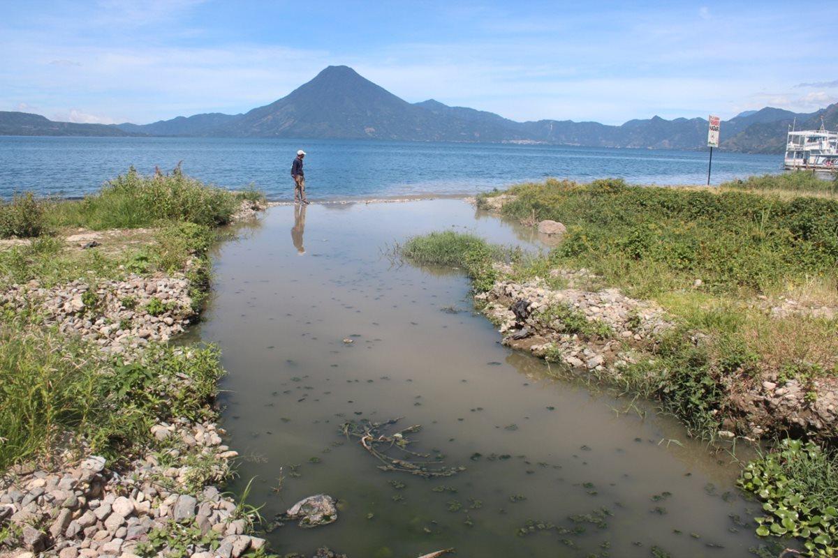 Aguas servidas atentan contra Lago de Atitlán