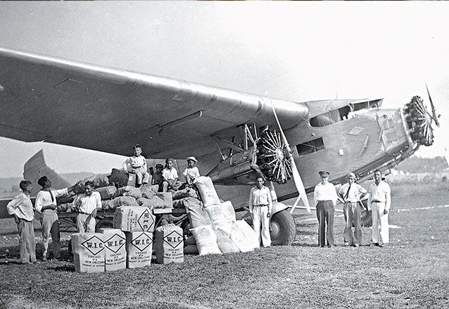 Aero?dromo de Santa Elena, Pete?n, en 1940. Se aprecia un cargamento de chicle, que se exportaba principalmente a Estados Unidos. (Foto: Hemeroteca PL)
