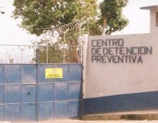 El reo apareció muerto en la entrada del sector 1 del Preventivo. (Foto Prensa Libre: Hemeroteca PL)