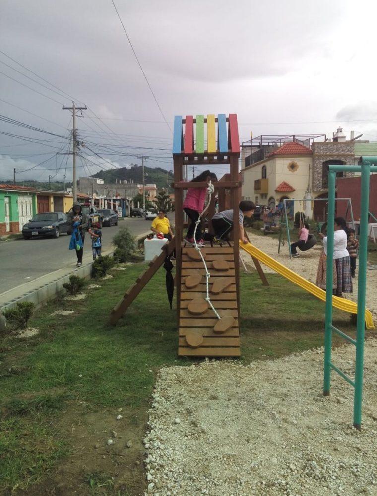 El parque La Niña, en la zona 11 de Quetzaltenango, luce revitalizado con la contribución de vecinos, el Cocode y un arquitecto. (Foto Prensa Libre: Fred Rivera)