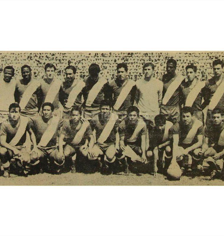 Los integrantes de la selección nacional de futbol posan en el estadio de Tegucigalpa,  durante  su último encuentro del  III Norceca, antes de enfrentar a Nicaragua, el  19/3/1967. (Foto: Hemeroteca PL)