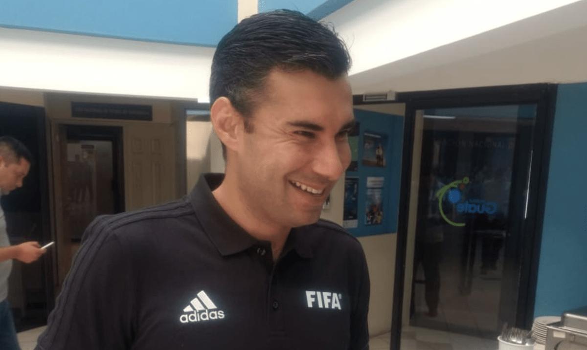 Mario Escobar volvió a la Ciudad de Guatemala este jueves a las 4:30 horas. (Foto Prensa Libre: Cortesía Otto Galindo/TigoSports)
