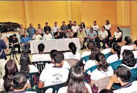 Alcaldes y líderes en conferencia de prensa en la que rechazan las operaciones de minera. (Foto Prensa Libre: Archivo)