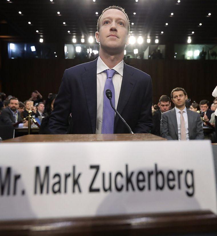 Mark Zuckerberg, llega para testificar ante una audiencia combinada del Comité Judicial y de Comercio del Senado. (AFP).