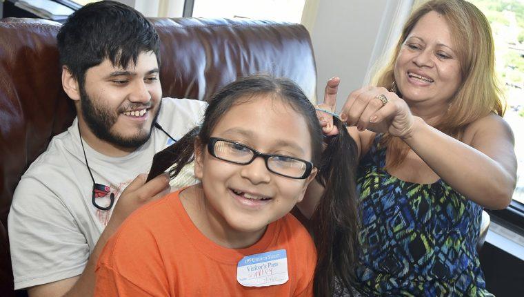 Nury Chavarría se niega a ser deportada de Estados Unidos y se refugió en una iglesia de Connecticut. (Foto Prensa Libre: AP)