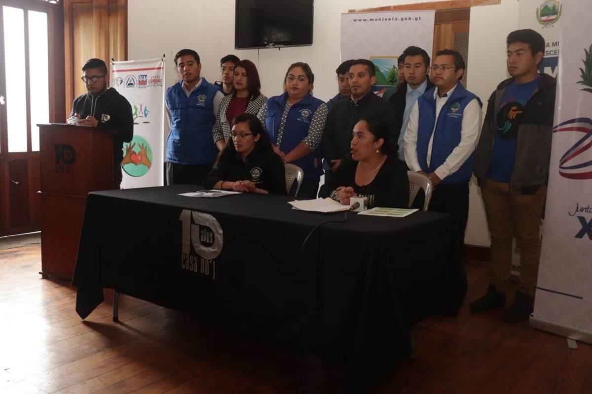 Representantes de sectores juveniles y organizaciones que velan por este sector de la población informan sobre el congreso de la juventud que se celebrará en Xela este mes. (Foto Prensa Libre: María José Longo)