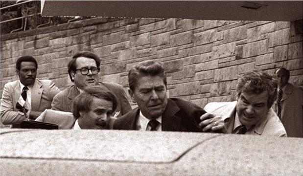 Reagan se salva de morir tras atentado en 1981
