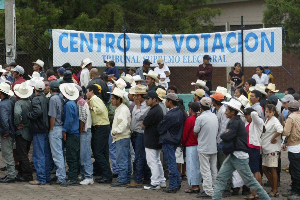 Los alcaldes para continuar en el poder cambian de partido para captar votos. (Foto Prensa Libre: Hemeroteca PL)
