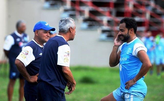 """Carlos """"el Pescado"""" Ruiz asegura que el grupo está comprometido en buscar el triunfo. (Foto Prensa Libre: Edwin Fajardo)"""