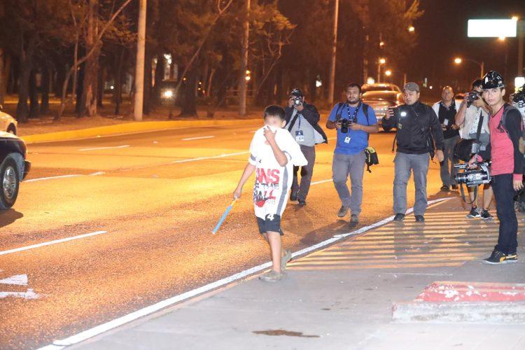 Los menores que escaparon del Hogar Seguro, llegaron hasta el Bulevar Vista Hermosa, donde amenazan a automovilistas