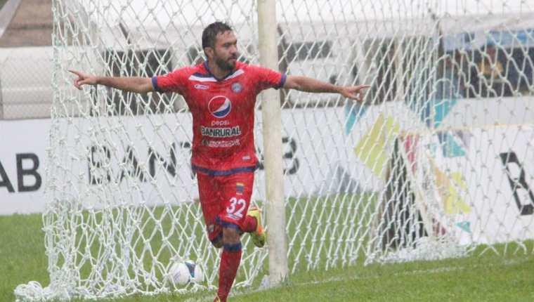 Carlos Kamiani Félix sigue marcando historia en el futbol guatemalteco, ahora con Xelajú MC. (Foto Prensa Libre: Xelajú MC/Departamento de Prensa)