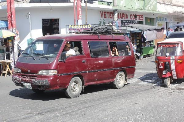 En Chimaltenango se quejan de  cobros excesivos y de mal servicio de pilotos.