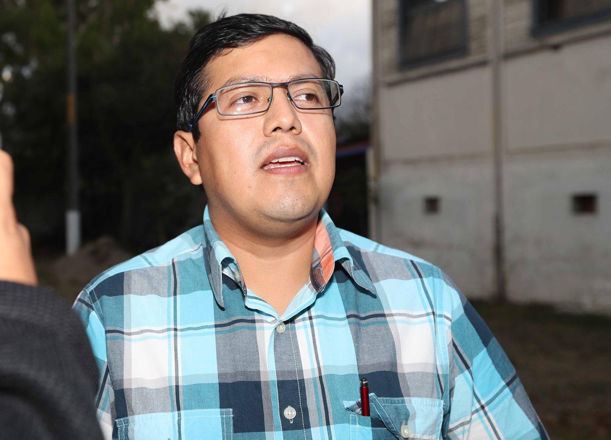 Héctor López, médico de Municipal, habló sobre el caso del volante John Méndez luego de la audiencia. (Foto Prensa Libre: Carlos Vicente)