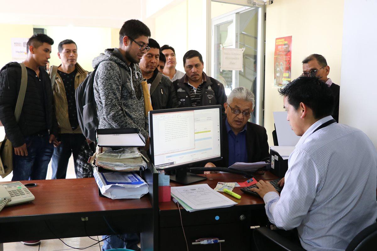 Los vecinos de la comunidad Aguilar Domínguez, Barranca Grande, presentaron la denuncia el viernes último en la fiscalía del MP. (Foto Prensa Libre: Whitmer Barrera)