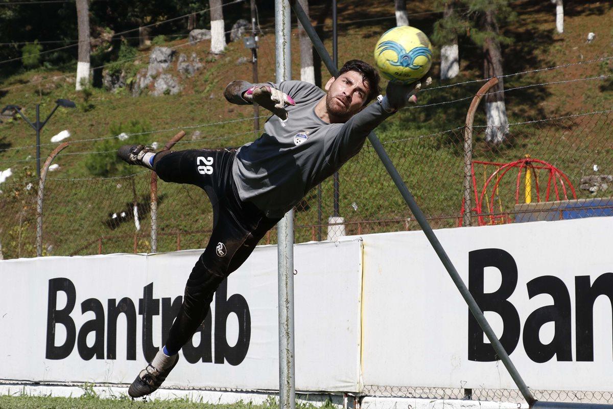 Álvaro García, guardameta de Cobán, lleva cuatro torneos con el equipo. Su primer club en Guatemala fue el Deportivo Guastatoya. (Foto Prensa Libre: Eduardo Sam Chun)