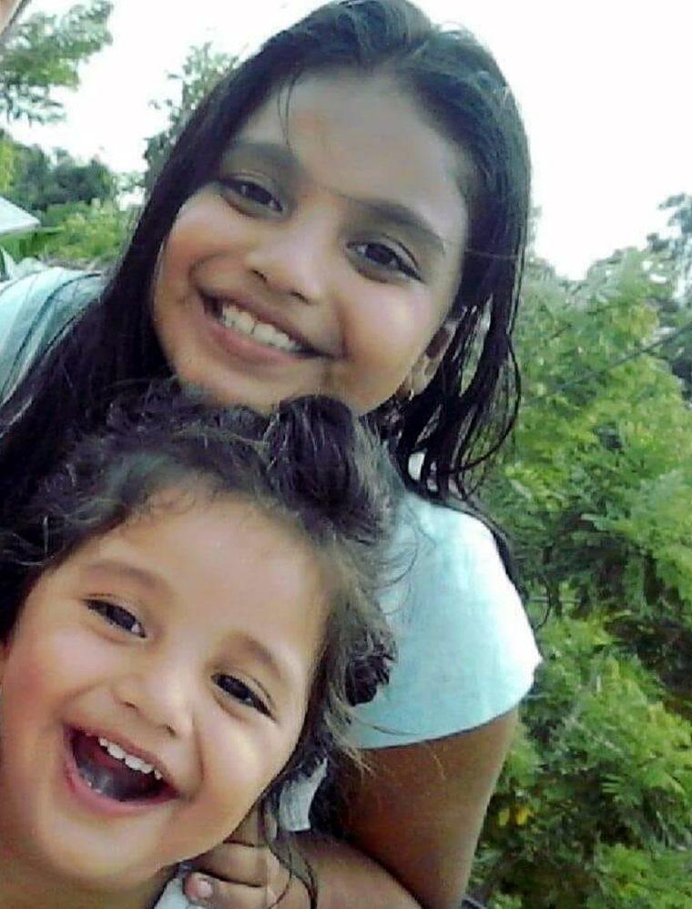 Las hermanas Fátima Isabel, de 8 años, y Nadia Valeska, 4 fueron arrolladas arrolladas por un vehículo en Morales, Izabal. (Foto Prensa Libre: Dony Stewart)