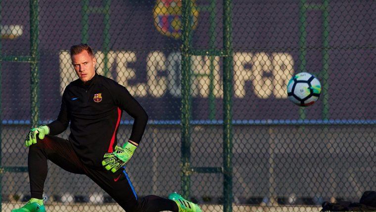 El portero alemán del FC Barcelona, Marc André Ter Stegen, durante un entrenamiento. (Foto Prensa Libre: EFE)