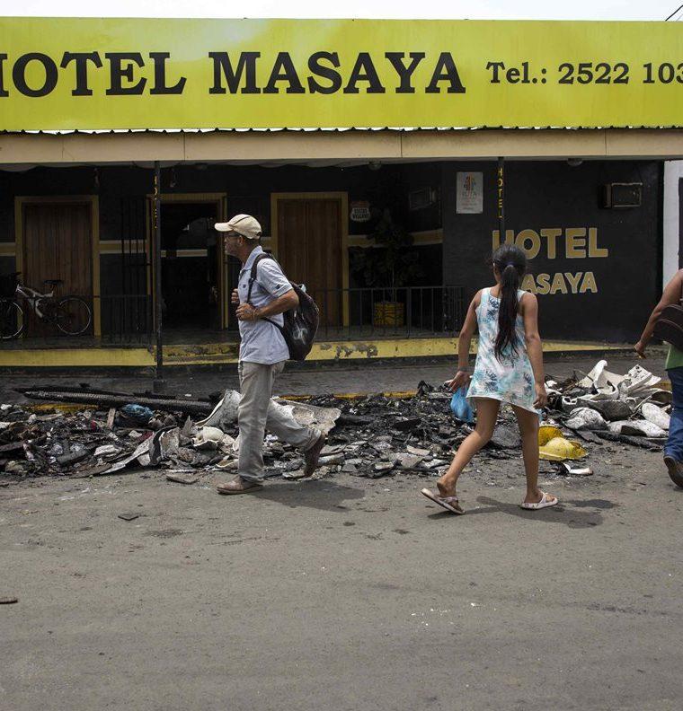 El Hotel Masaya  fue quemado por efectivos de la Policía antidisturbios en Masaya (Nicaragua).(EFE).